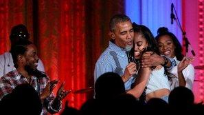 """Tổng thống Obama hát """"chúc mừng sinh nhật"""" con gái đúng ngày Quốc Khánh Mỹ"""