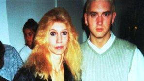 Eminem và lời xin lỗi muộn màng đến người mẹ Debbie Mathers