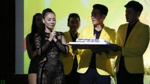 Thu Minh hạnh phúc bên cạnh chồng vào ngày sinh nhật