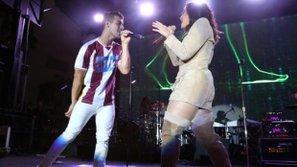 Demi Lovato và Joe Jonas tình tứ như thuở ngố tàu trong