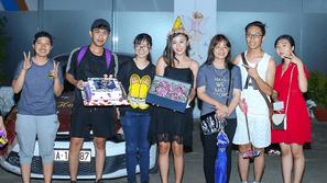 Văn Mai Hương bất ngờ được fan tổ chức sinh nhật