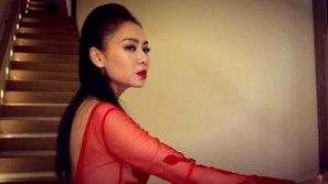 """Thu Minh giấu dao sau lưng, cực kỳ nguy hiểm trong MV """"Goodbye"""""""