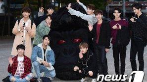 Davichi dắt chó, PENTAGON đem đầu Gorilla đến Music Bank