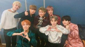 """M! Countdown 20/10: BTS quá """"lầy"""", giành cúp xong nằm luôn trên sân khấu"""