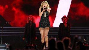 Taylor Swift khiến fan ngỡ ngàng khi hát