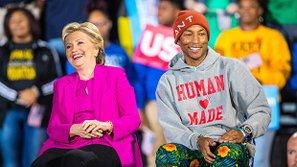 Cựu giám khảo The Voice kêu gọi phụ nữ bỏ phiếu cho bà Hillary Clinton