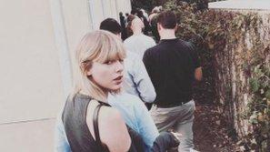 Taylor Swift, Katy Perry háo hức chia sẻ ảnh đi bầu cử Tổng thống Mỹ