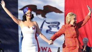 Cảm động với tấm chân tình của sao US-UK dành cho bà Clinton
