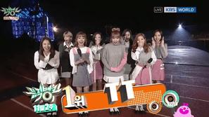 Music Bank 11/11: EXO-CBX tiếp tục đại bại dưới tay TWICE