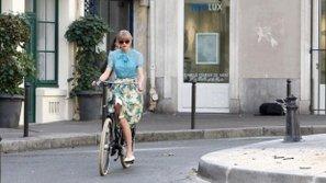 Sao US-UK và những khoảnh khắc bình dị bên chiếc xe đạp nhỏ xinh