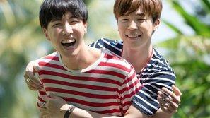 Ấm lòng trước sự chăm sóc của J-Hope (BTS) dành cho Jimin khi diễn tại MAMA 2016