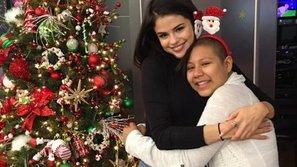 Fan nhí mừng chảy nước mắt khi được Selena Gomez ghé thăm đêm Noel