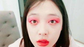 Sulli lại thách thức netizen với những hình ảnh quái dị
