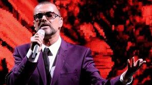 """Nhạc George Michael """"hot"""" trở lại trên các bảng xếp hạng Mỹ"""