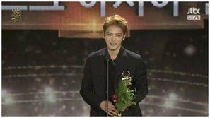 """""""Grammy Hàn Quốc"""" bị chỉ trích vì cách hành xử quá đỗi bất công với Kim Jaejoong"""