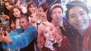 Nghệ sĩ Việt hào hứng selfie cùng T-ara trong đêm nhạc cuối năm