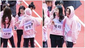 Bắt gặp Chaeyoung (TWICE) xin số điện thoại của Yeri (Red Velvet)
