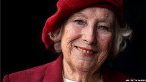 Nữ nghệ sĩ lớn tuổi nhất thế giới ra album ca nhạc ở tuổi 100