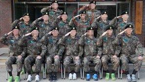 Lộ ảnh trong quân đội, T.O.P (Big Bang) bị netizen lên án vì nhận được thiên vị quá mức