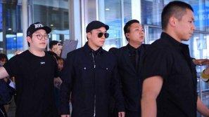 HOT: Sớm hơn dự định, Seungri cực điển trai xuất hiện tại sân bay Nội Bài