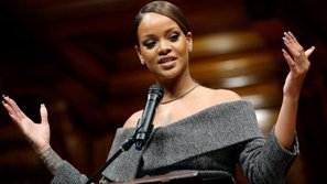 Cả hội trường Harvard đã lặng im với bài phát biểu cực đỉnh này của Rihanna