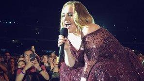 Adele kinh hãi cực độ sau khi con trai 4 tuổi bị tia pháo hoa bắn vào mắt