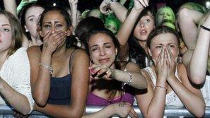 """Fan nữ khóc lóc thảm thiết vì cho rằng """"mình bị Justin Bieber hạ nhục"""""""