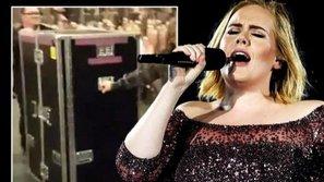 Giải mã cách thức di chuyển từ hậu trường lên sân khấu cực độc đáo của Adele