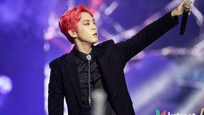 Nam idol phải vào bệnh viện ngay sau sân khấu comeback vì rạn xương ngực