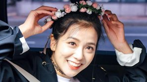 Cần chi kim cương hột xoàn, Jisoo (Black Pink) vẫn đẹp như tiên chỉ với một món phụ kiện