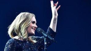 Adele run rẩy bật khóc, hát tặng fan nữ nguy kịch trong show diễn tại Úc