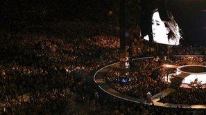 Mắc chứng sợ sân khấu ư? Không hề gì! Adele vẫn biểu diễn trước lượng khán giả kỷ lục tại Sydney
