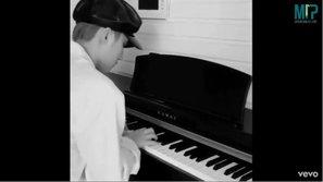"""Sơn Tùng lại đốn tim fan với clip piano cover """"Tình thôi xót xa"""""""