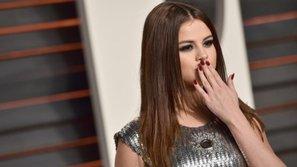 Đích thân Selena hôn gió, gửi quà đặc biệt đến fan Việt Nam