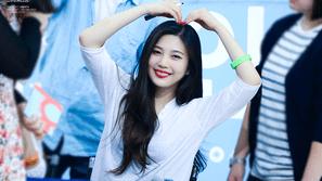 7 khoảnh khắc cho thấy Joy (Red Velvet) dễ bị giật mình nhất nhóm