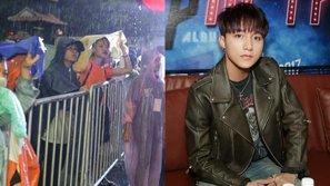 Sài Gòn bão lớn, fan vẫn nhất quyết đội mưa chờ Sơn Tùng ký tặng album