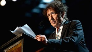 Sau tất cả, Bob Dylan đã chính thức nhận giải thưởng Nobel văn học