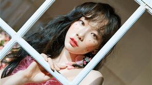 Loạt sao nữ tích cực lăng xê cho xu hướng makeup đính sticker lên mặt