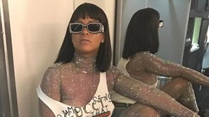 """Rihanna diện bodysuit đính đầy """"hột xoàn"""" lên sân khấu Coachella 2017"""