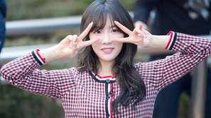 Cái kết bất ngờ cho một fanboy tặng hoa Taeyeon tại fansign