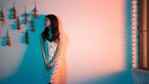 Tạo hình xinh đẹp nhưng đầy cô đơn của Kim Chung Ha trong ca khúc pre-release!