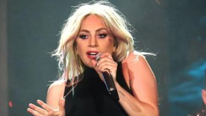 Lady Gaga hát tặng trợ lý cũ bị ung thư tại Coachella
