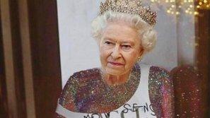 """Antifan dậy sóng khi Rihanna """"cắt đầu Nữ hoàng Anh"""" ghép vào cơ thể nóng bỏng của cô!"""