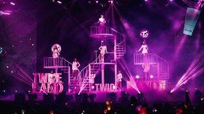 Fan nức lòng với concert hoành tráng của TWICE tại Singapore
