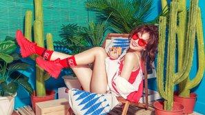 """Ngắm bộ ảnh mới của Hari Won để biết mùa hè đã """"rực rỡ"""""""