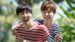 Jimin và J-Hope (BTS) nhảy cực sung, té cực đau trên sân khấu