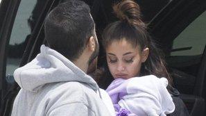 Không buồn tẩy trang, Ariana Grande xuất hiện tiều tụy sau vụ nổ tại Manchester