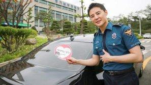 Junsu (JYJ) được khen ngợi đẹp trai, phong độ trong đồng phục cảnh sát