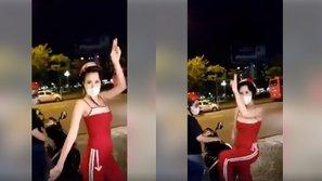 Hết sang chảnh, Đông Nhi nhắng nhít biến hình thành siêu nhân đỏ
