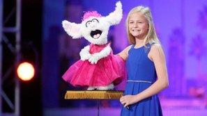 """Cô bé 12 tuổi giành nút vàng """"America's Got Talent 2017"""" nhờ hát tiếng bụng"""